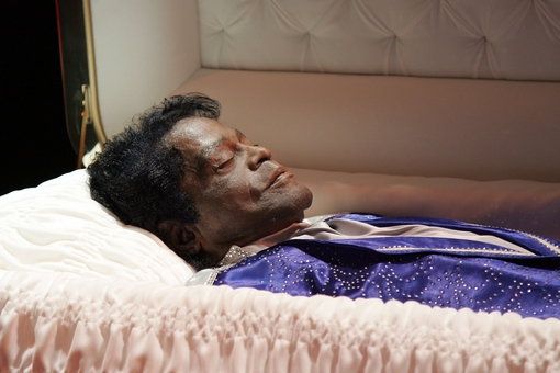 cadaver_James_Brown_cuerpo