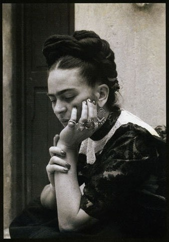 frida-kahlo-photographer-unknown
