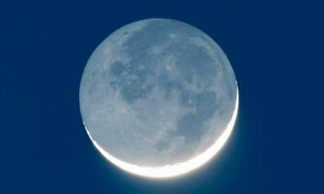 Waxing-crescent-moon-with-011