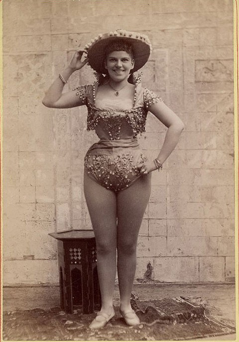 1890-exotic-dancer-3
