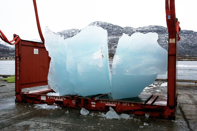 3037739-slide-s-13-this-100-ton-sculpture-made-of-glacial-ice-groupgreenland