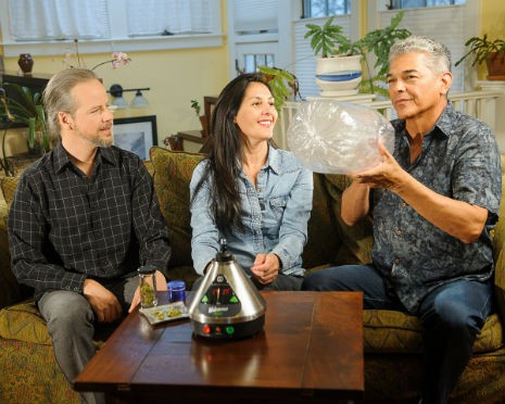 group-vaporizing-marijuana_3904