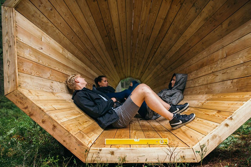 Estonian-students-build-amazing-unplugged-walk-in-megaphones-in-the-middle-of-nowhere2__880