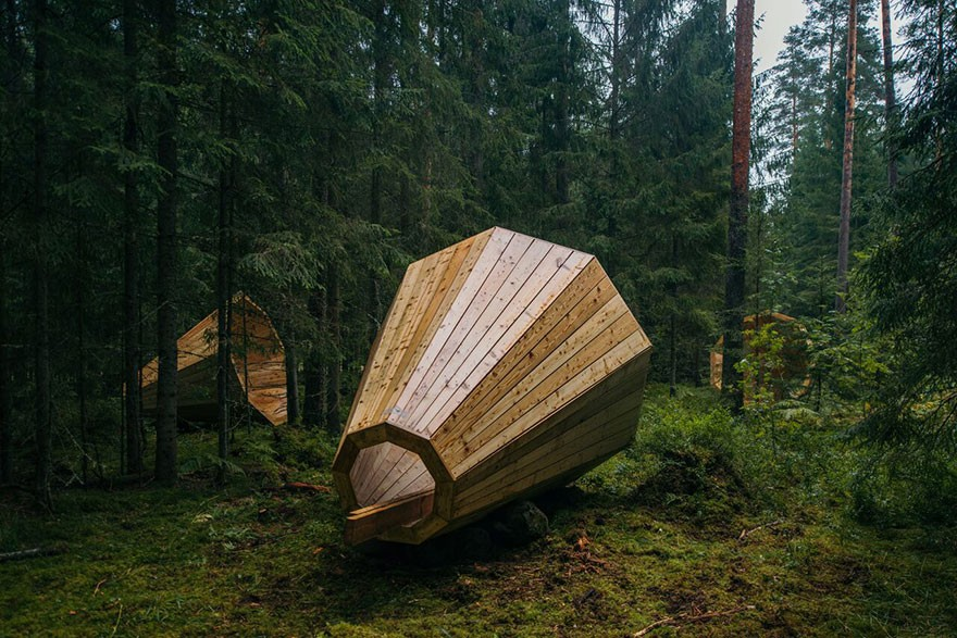 Estonian-students-build-amazing-unplugged-walk-in-megaphones-in-the-middle-of-nowhere5__880