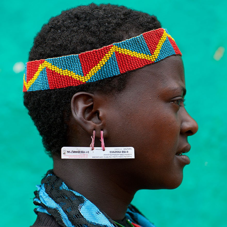 recycled-headwear-trash-jewelry-omo-valley-tribes-ethiopia-eric-lafforgue-20