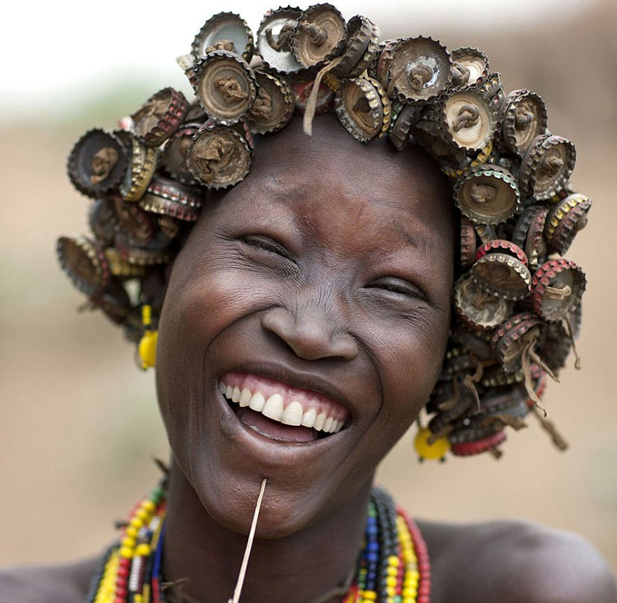 recycled-headwear-trash-jewelry-omo-valley-tribes-ethiopia-eric-lafforgue-7 (1)