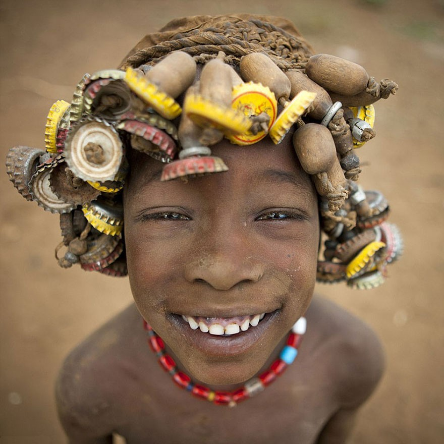 recycled-headwear-trash-jewelry-omo-valley-tribes-ethiopia-eric-lafforgue-8