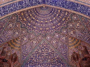 interior-decorative-mosaic-tiling-in-the-chaharbach-mosque-in-isfahan-iran