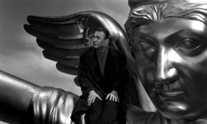 wings-of-desire-1987-004-bruno-ganz-angel-statue-head